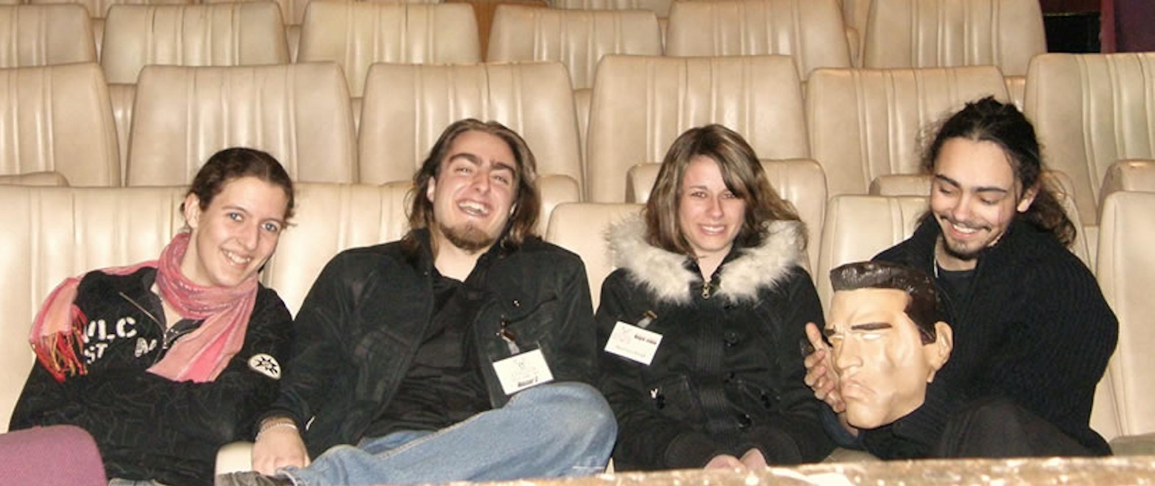 Samuel et Valentin, accompagnés de Cécile et Sandrine, les techniciennes de la troupe.